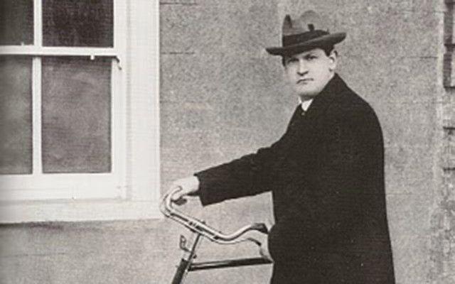 cropped_hotel-porter-michael-collins-bike